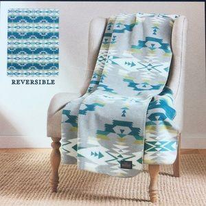 Pendleton Reversible Jacquard Avra Valley Blanket